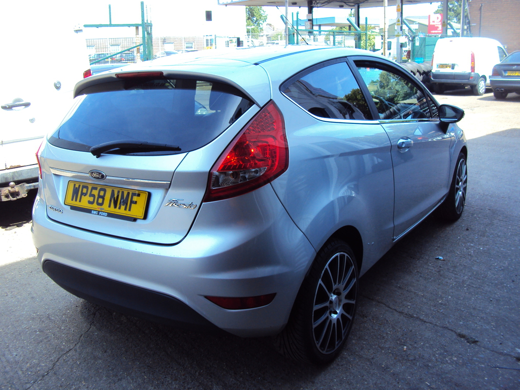 ford fiesta mk7 zetec low mileage with warranty post my car. Black Bedroom Furniture Sets. Home Design Ideas